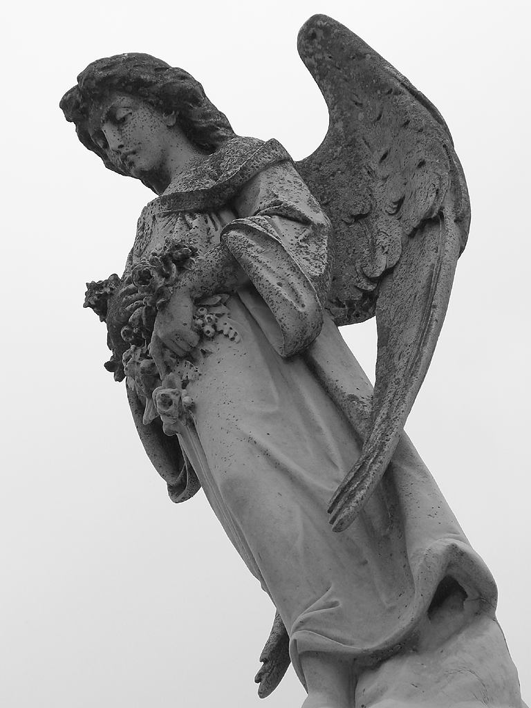 Angel statue at Metairie Cemetery