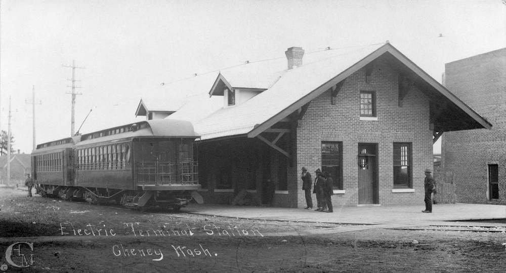 The two-car electric train at Cheney Depot