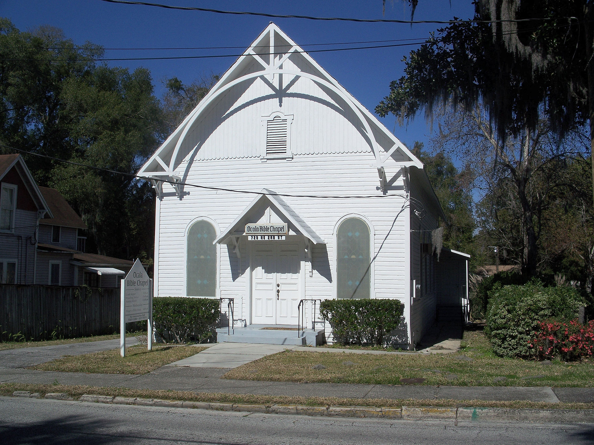 The original synagogue, built in 1888, is now a Baptist church.