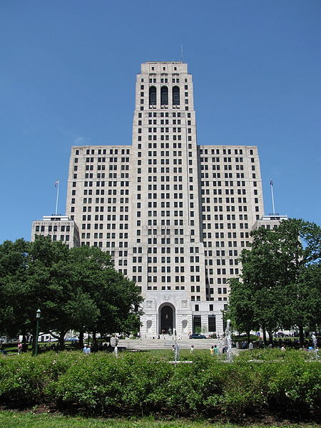 Imposing facade facing the Capitol building.