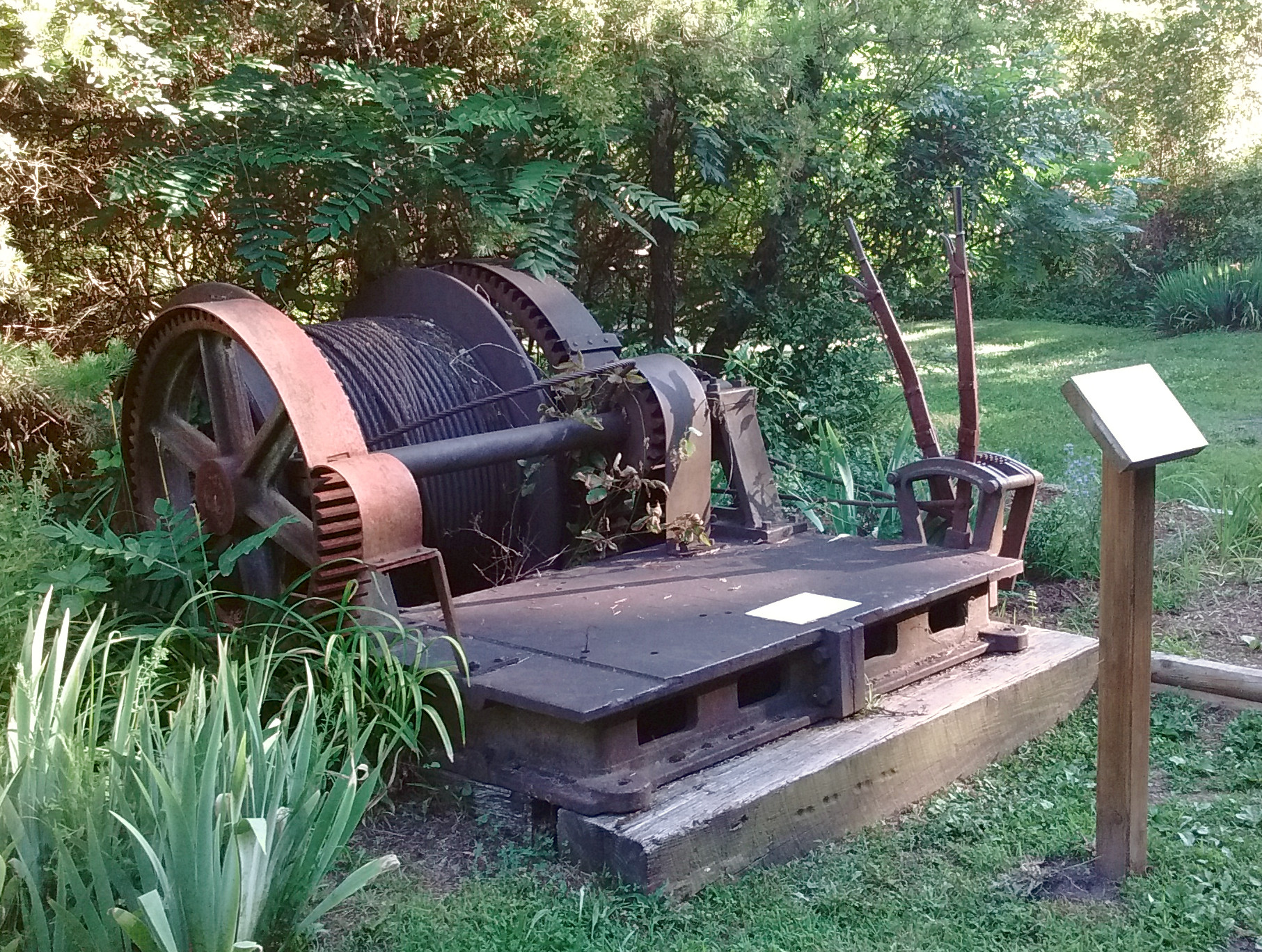 Abandoned coal mining equipment at the Coal Mining Heritage Park; image by Vejlenser - Own work, CC BY-SA 4.0, https://commons.wikimedia.org/w/index.php?curid=52421662