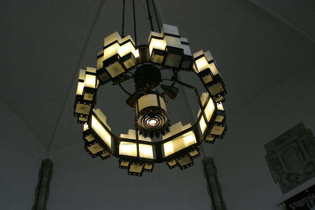 Burruss Hall Chandelier; image by sketchySteven (https://www.flickr.com/photos/swfbuilder/) via Flickr 2.0 Creative Commons.