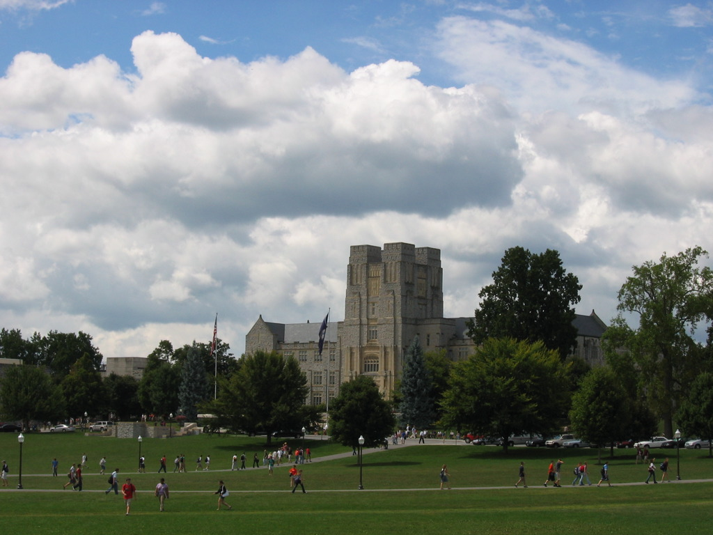 Drillfield, looking towards Burruss Hall; image by Christopher Bowns (https://www.flickr.com/photos/cipherswarm/) via Flicker 2.0 Creative Commons