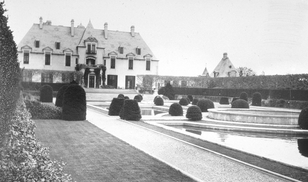 Oheka Castle c. 1915. (source: Library of Congress, American Memory)