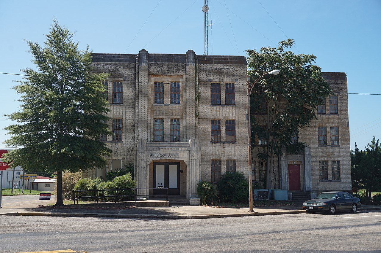 Anderson County Jail was built in 1931 and is a fine example of Art Deco architecture.