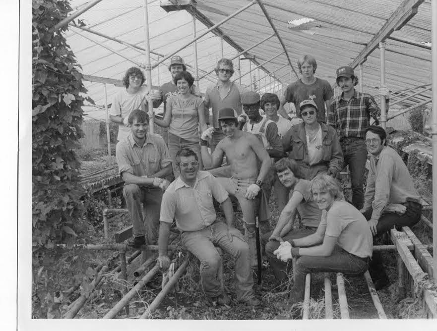 Students and faculty ready to remove the greenhouse in 1977.