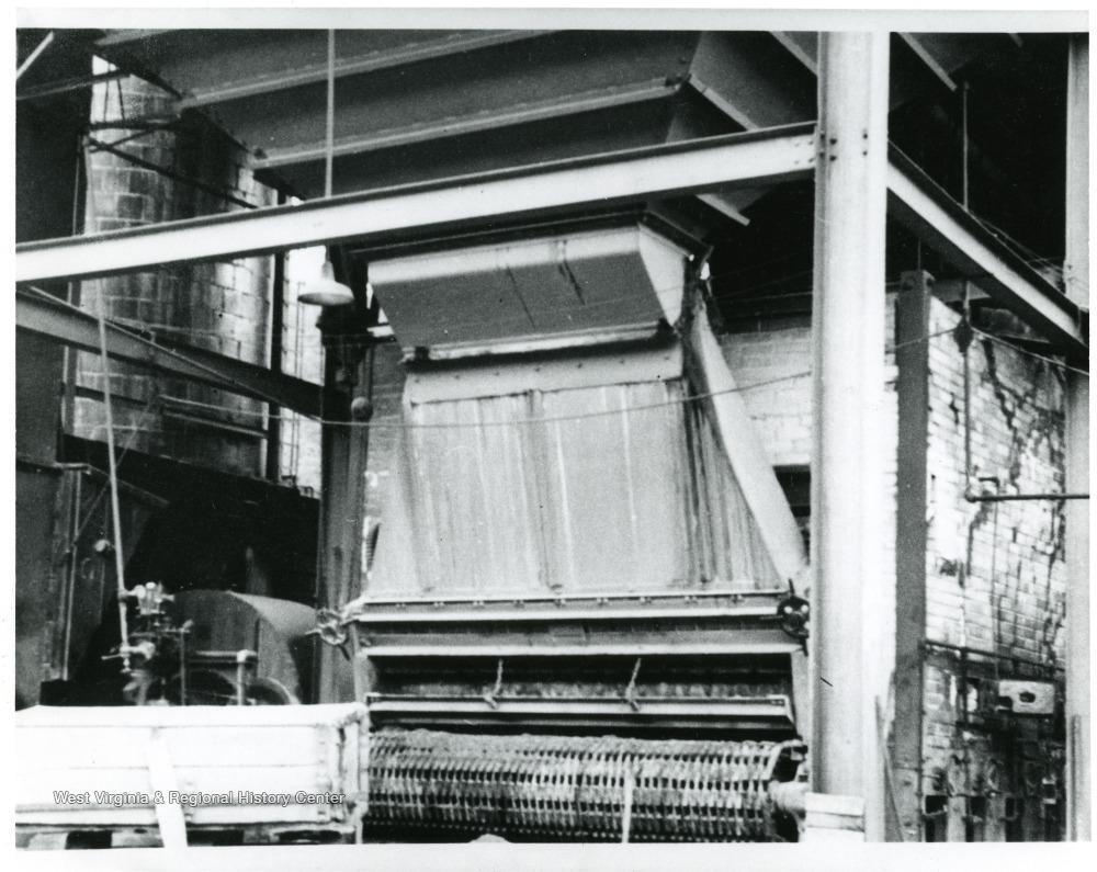 Coal stoker to furnace for boiler