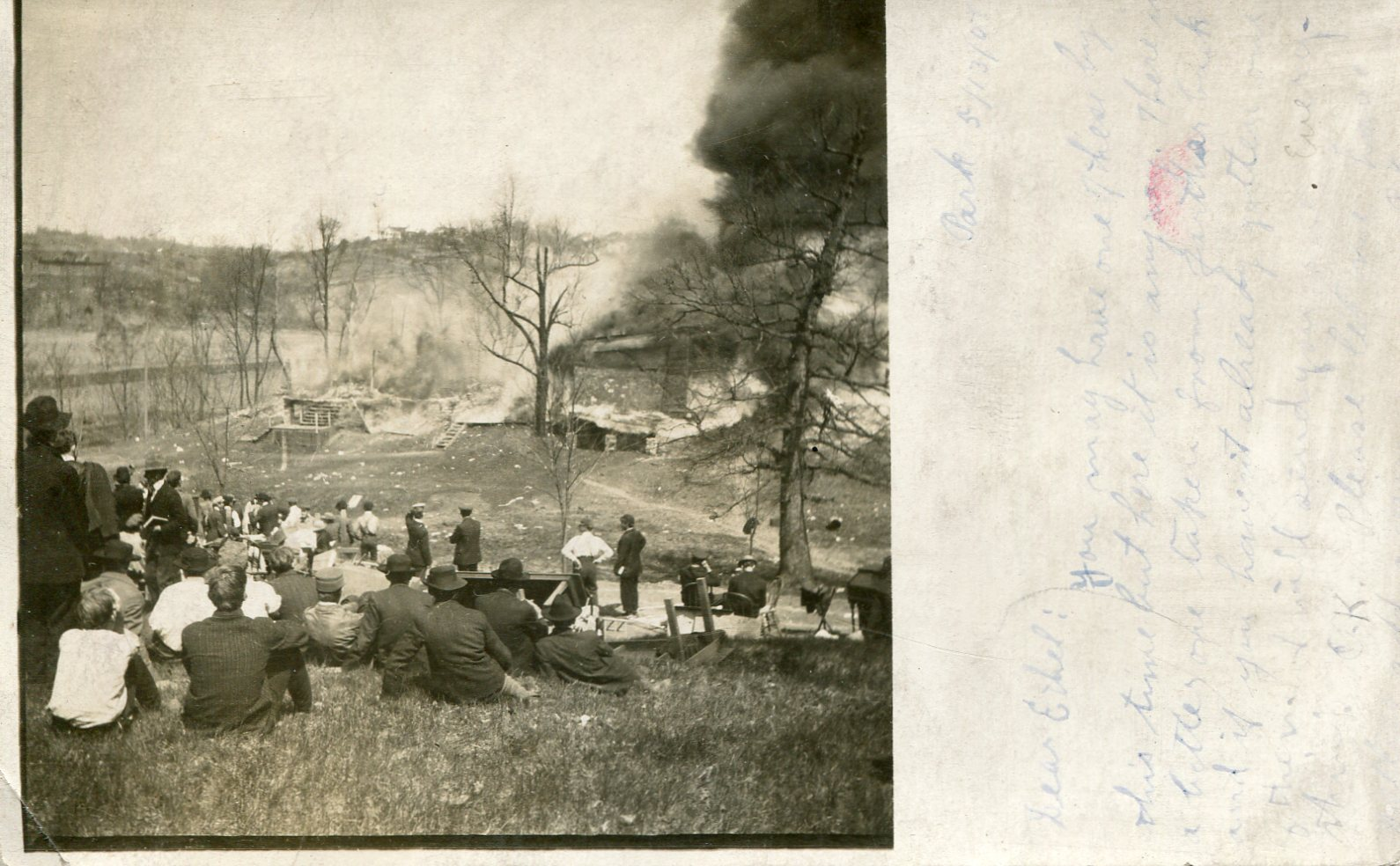 A photo of the Sherwood House fire in 1907.
