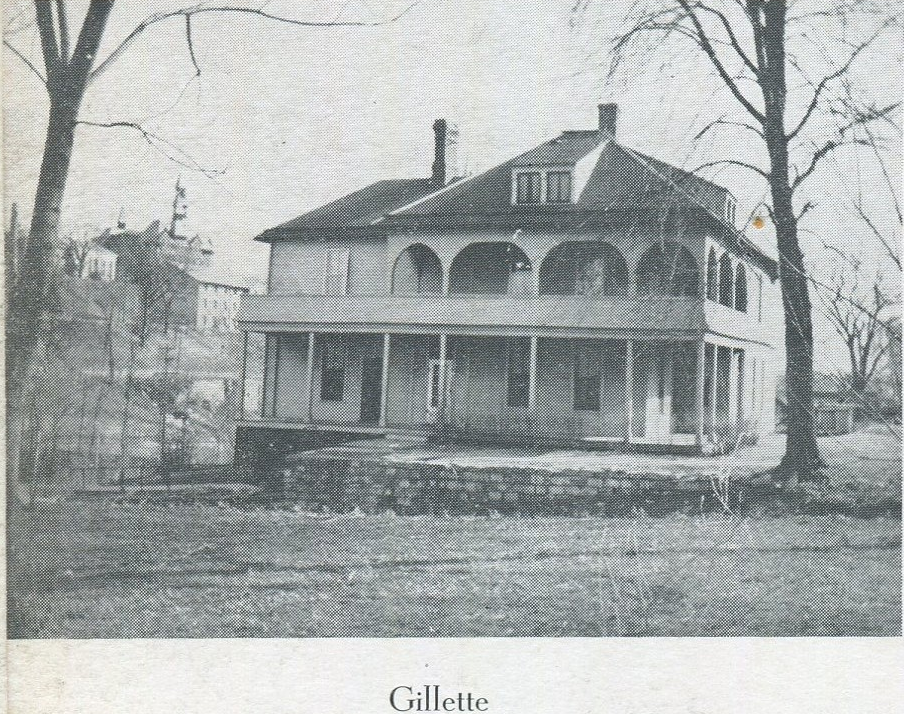 A photo taken of the front entrance of Gillette Cottage from street view.