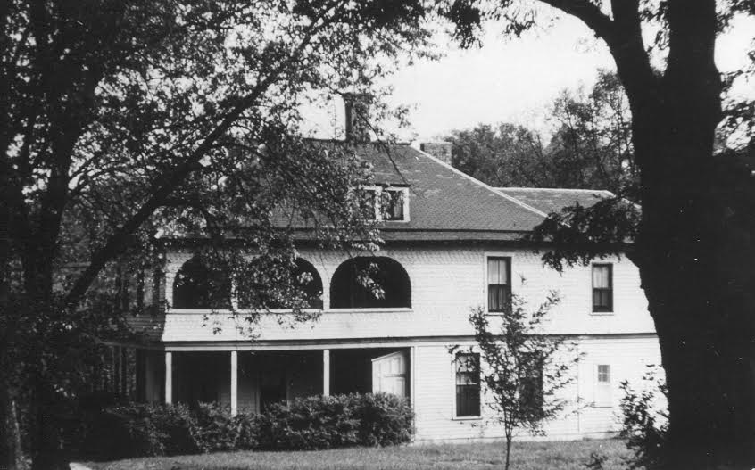 Photo taken of the side on Gillette Cottage.