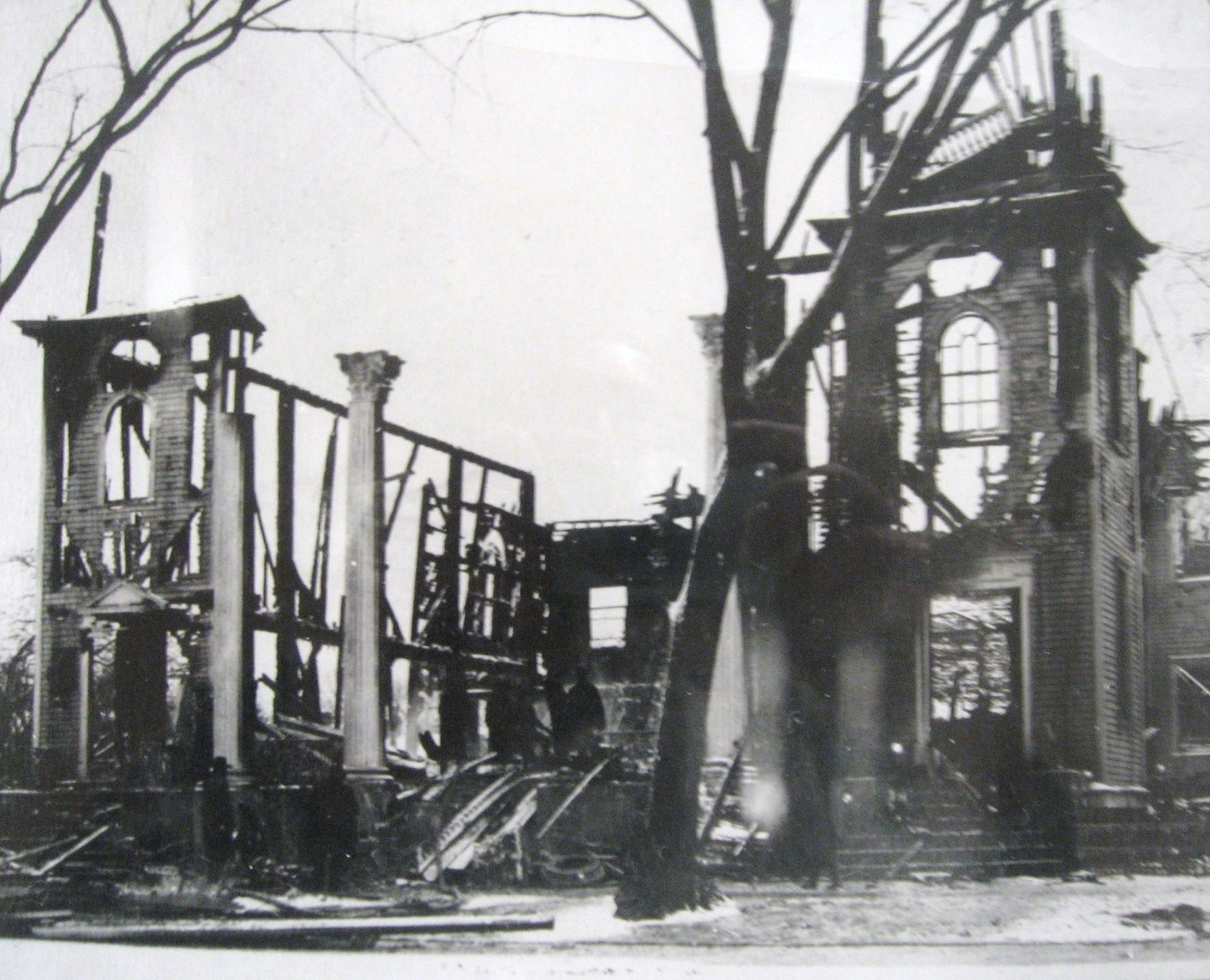 The church after being destroyed by a fire in 1905