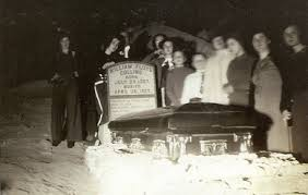 Floyd's body was displayed in a glass-topped coffin in Crystal Cave for many years.