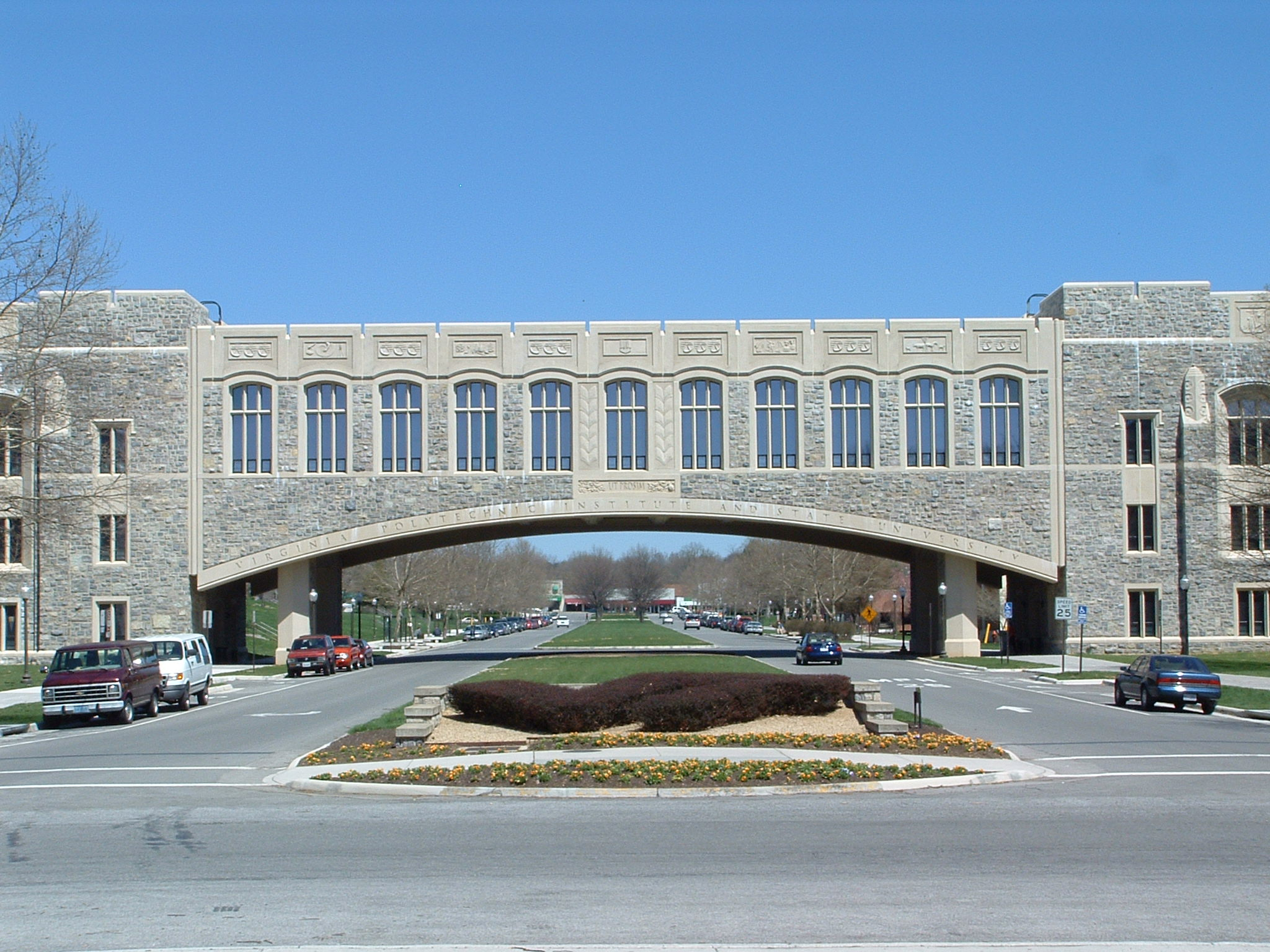 Torgersen Bridge on Alumni Mall; image by Buridan - Own work, Public Domain, https://commons.wikimedia.org/w/index.php?curid=102781