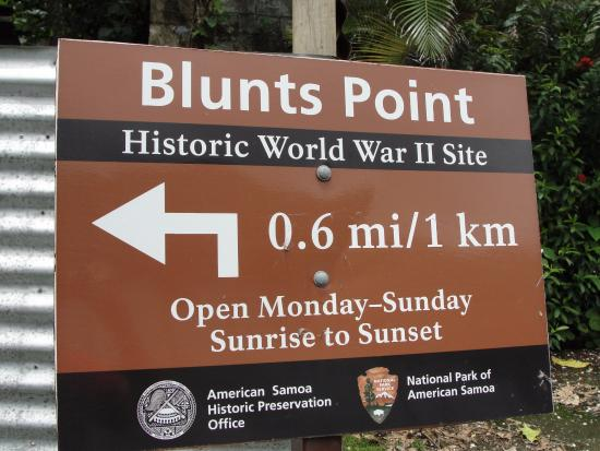 Sign showing the trail to Blunt's Point Battery