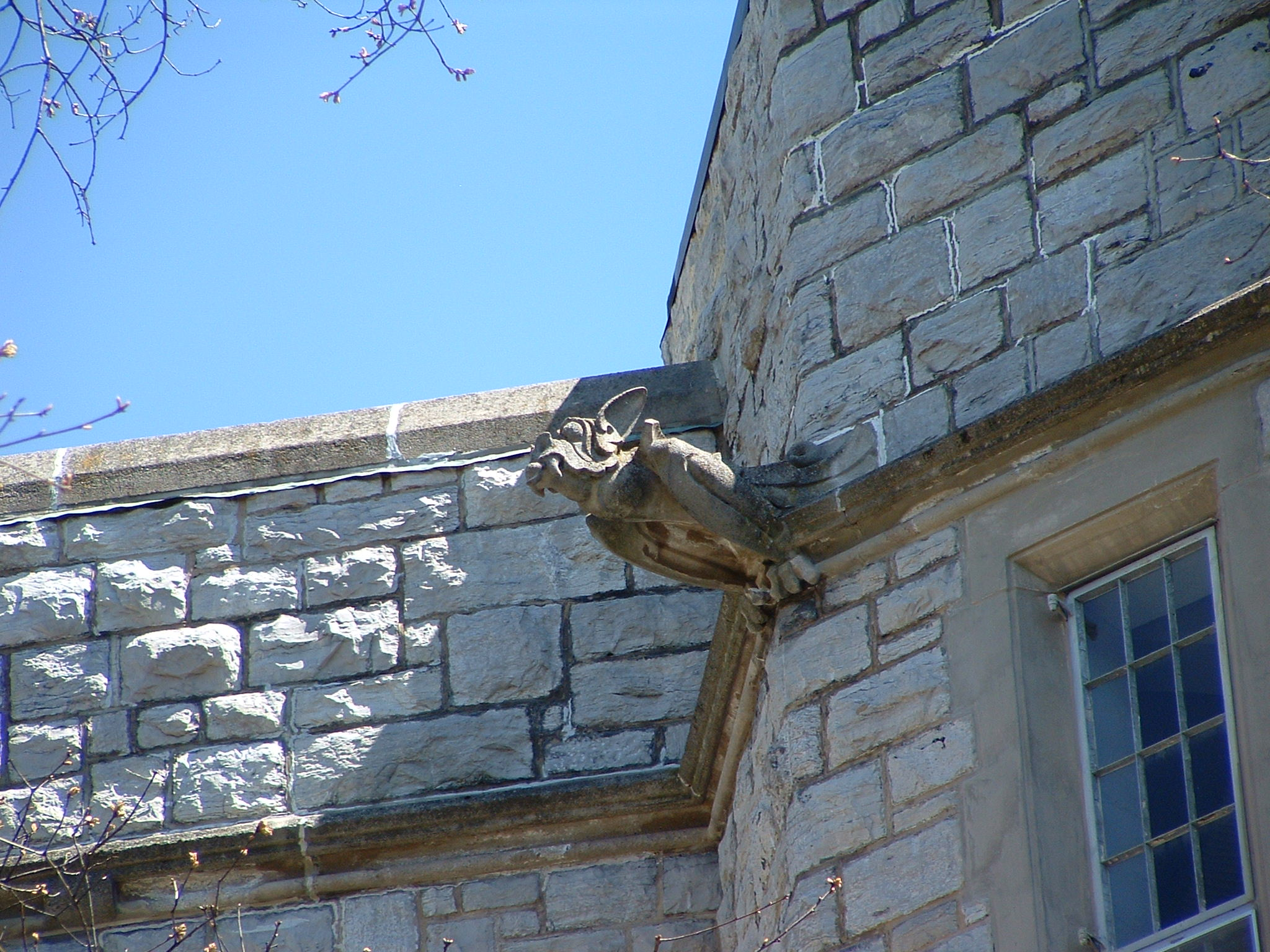 """Gargoyle"" on Virginia Tech's Smyth Hall, viewed from the Ag Quad; image by Buridan - Own work, Public Domain, https://commons.wikimedia.org/w/index.php?curid=102796"