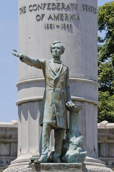Bronze statue of Jefferson Davis in his monument.