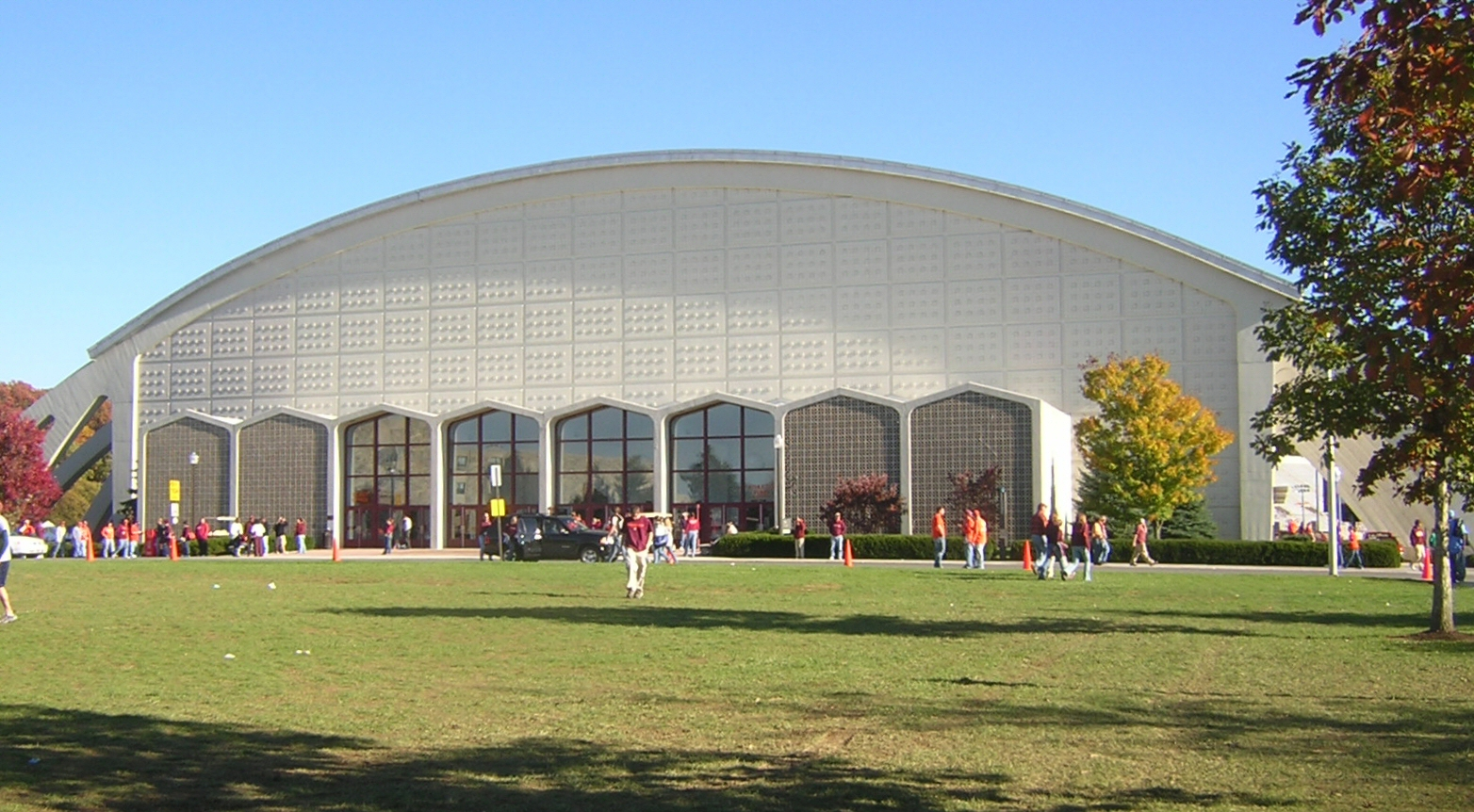 Cassell Coliseum at Virginia Tech (exterior); image by UserB - Own work, GFDL 1.2, https://commons.wikimedia.org/w/index.php?curid=1302023