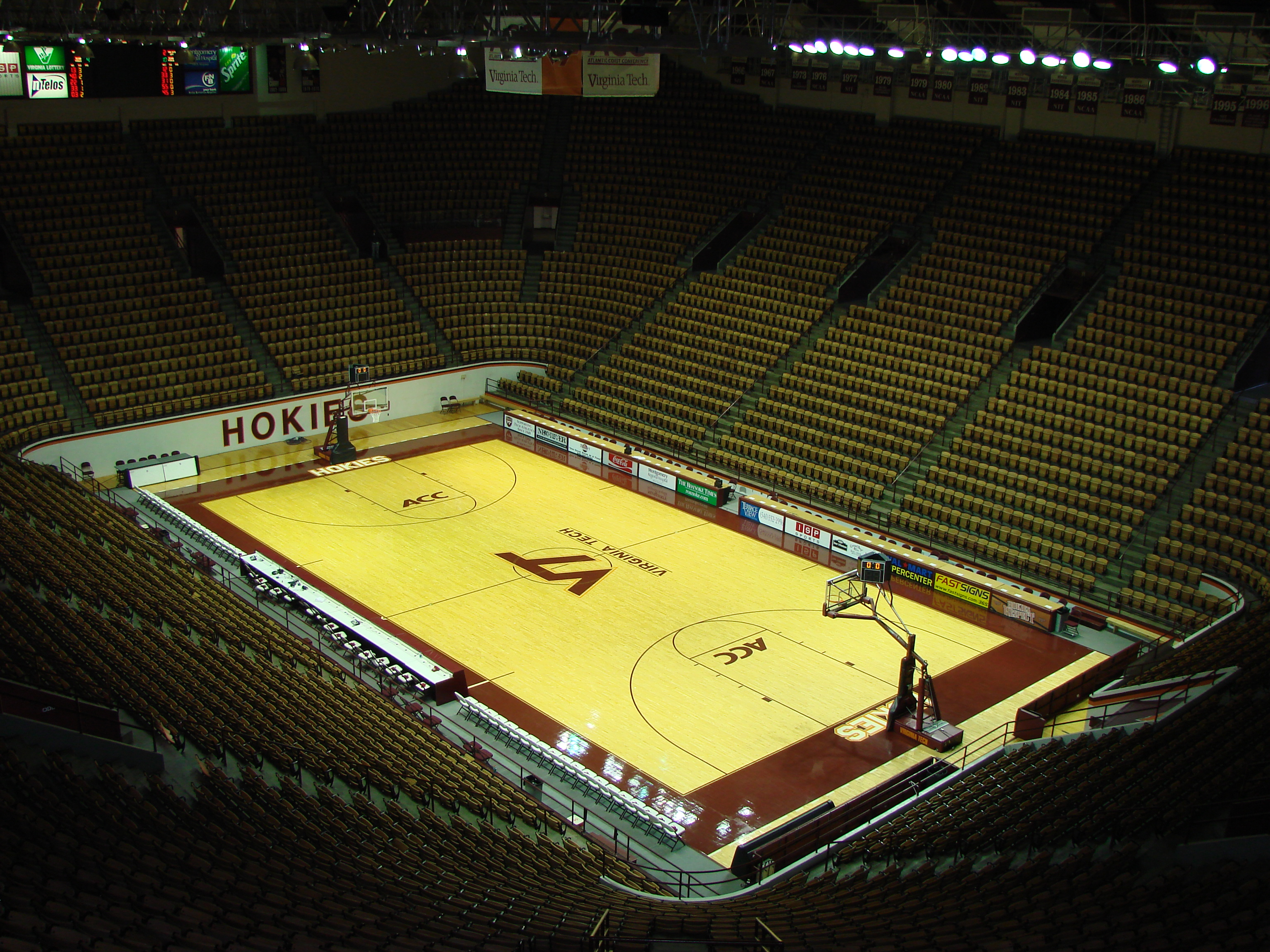 Cassell Coliseum (interior); image by Hokie4Heisman at English Wikipedia - Transferred from en.wikipedia to Commons., CC BY-SA 3.0, https://commons.wikimedia.org/w/index.php?curid=1753552