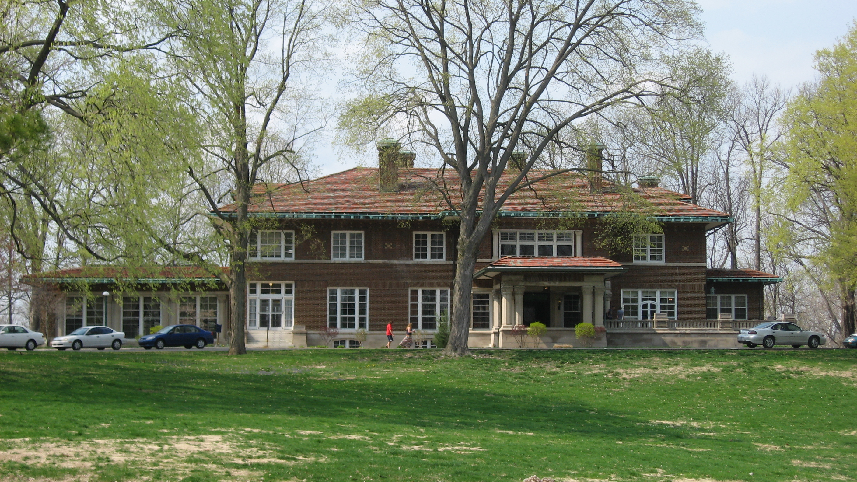 The Allison Mansion combines the elements of the Prairie School design and a Spanish villa.