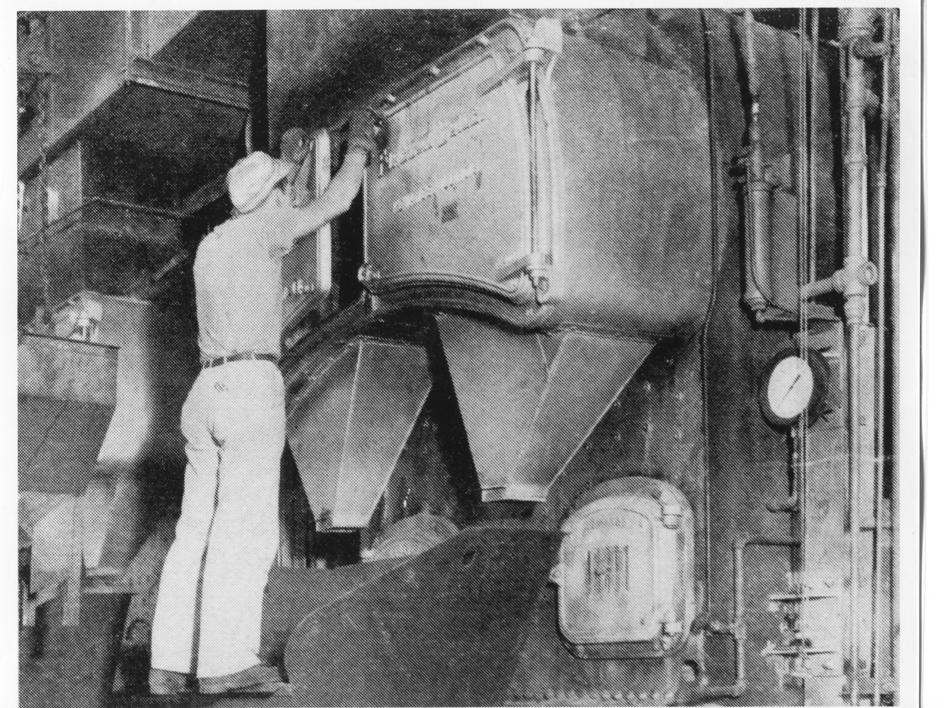 Photo of the furnace in operation.