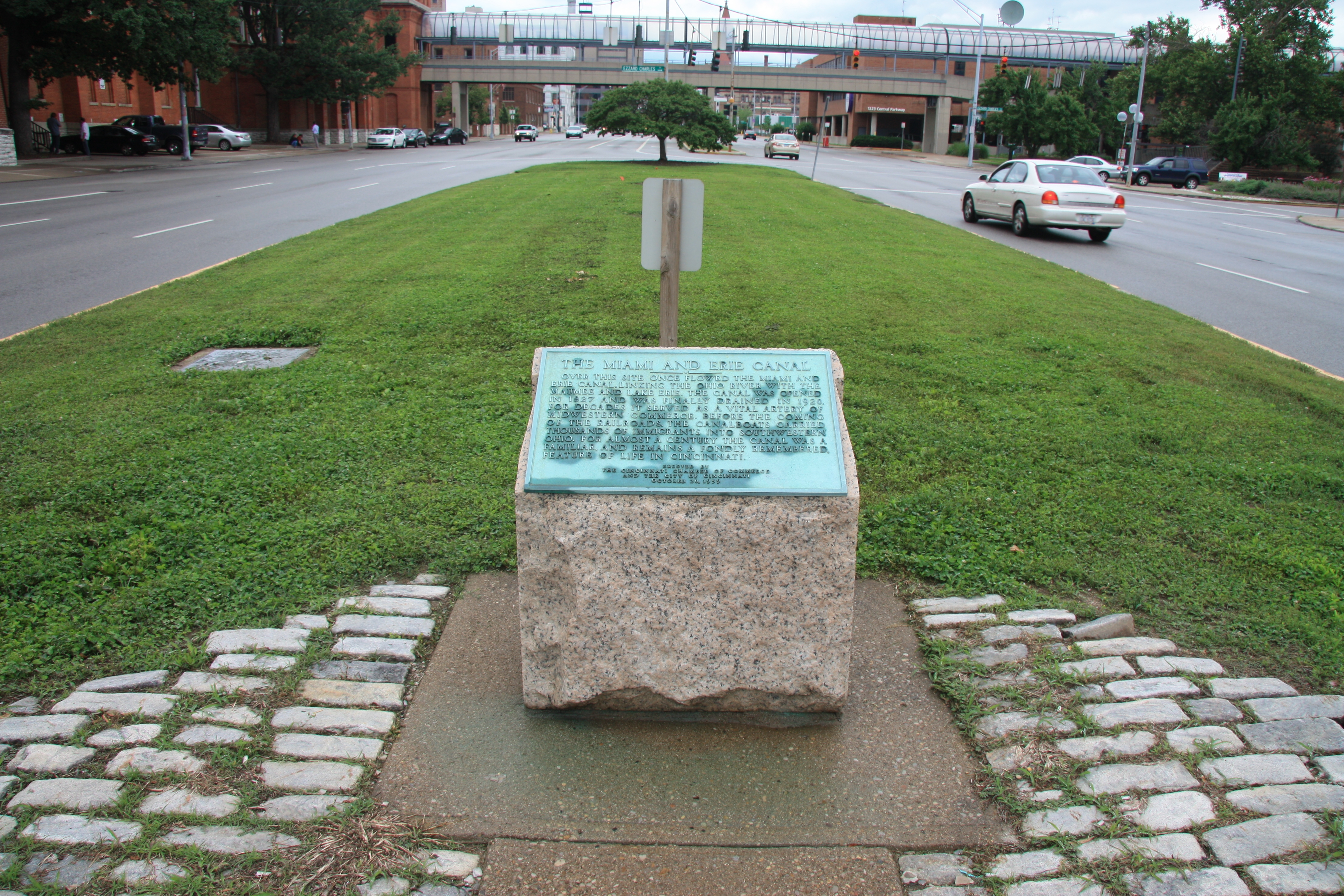 This historical marker was dedicated in 1959 by the Cincinnati Chamber of Commerce. Photo by Dale K. Benington