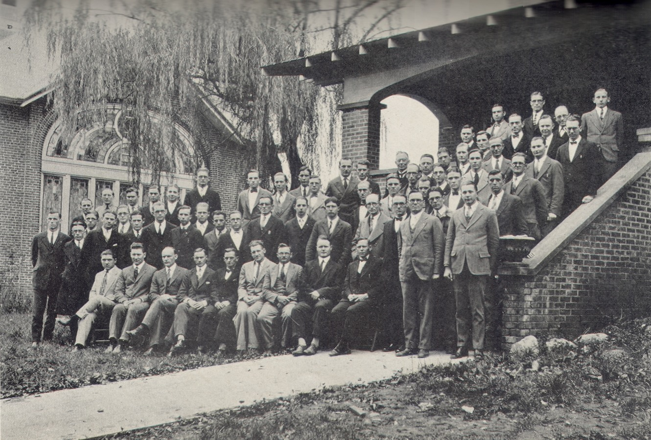 Group of Baptist ministers standing in front of the Jarrett House, 1927