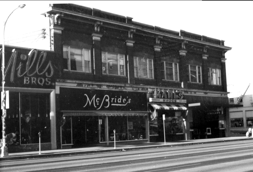 An early photo of the facade of the Fuller Quigg Building.