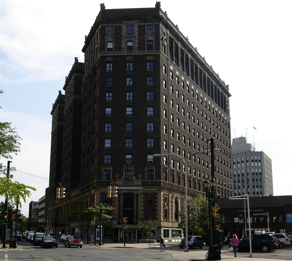 Facade of the hotel.