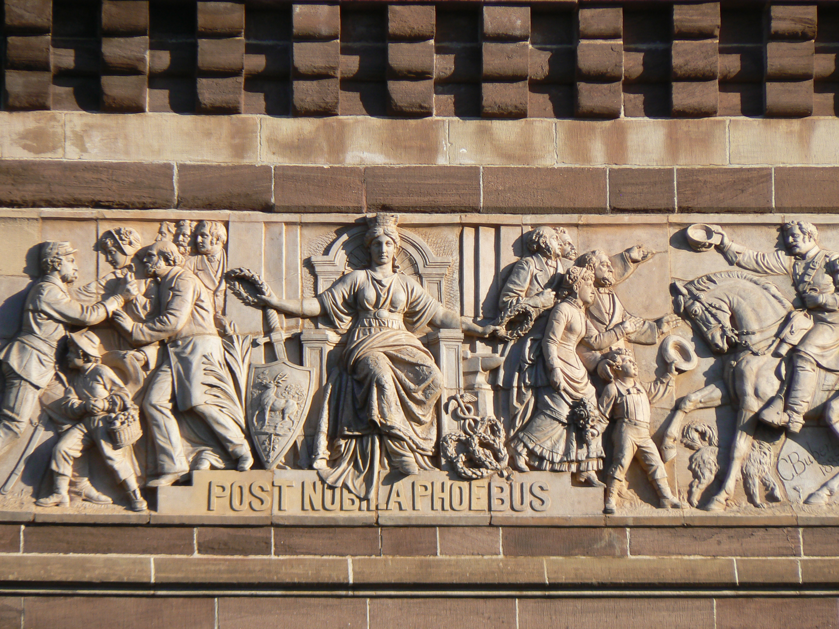 The south side frieze depicting soldiers and sailors returning home from the ware.