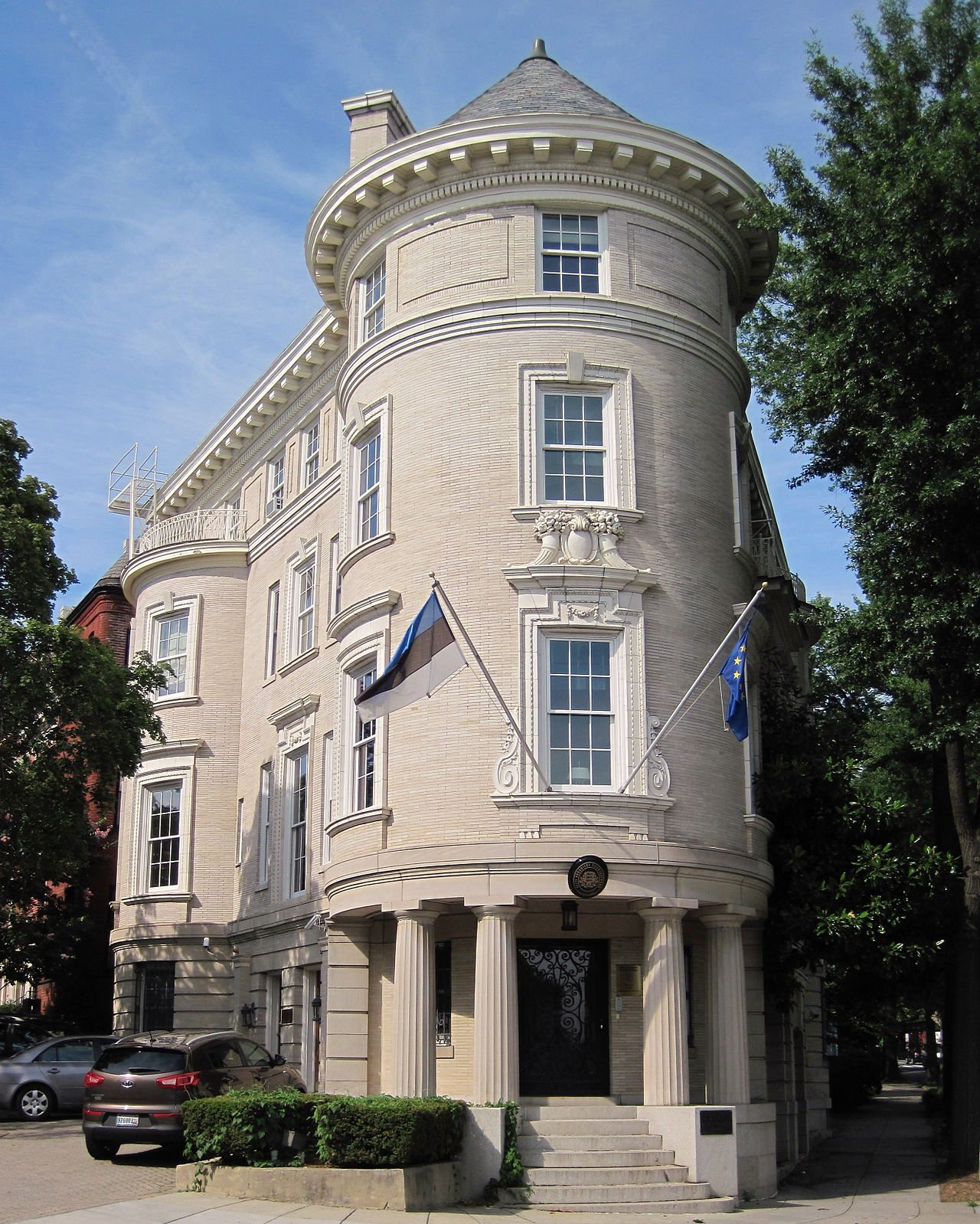 The Estonian chancery, designed in the Beaux Arts architectural style, is considered among the most striking on Embassy Row. Its location on the corner of two streets is reminiscent of the Flatiron Building in New York. Wikimedia Commons.