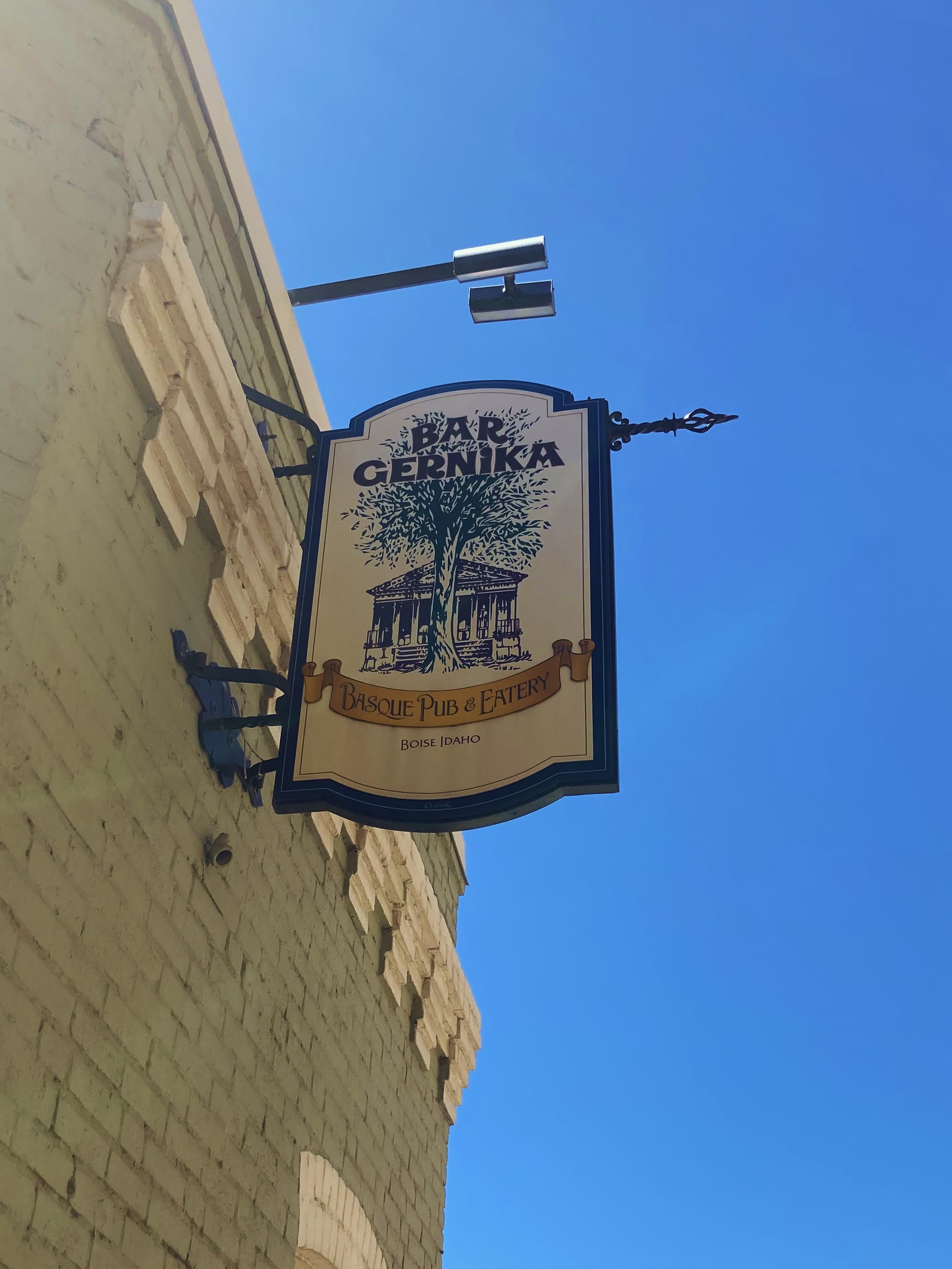 Bar Gernika Sign