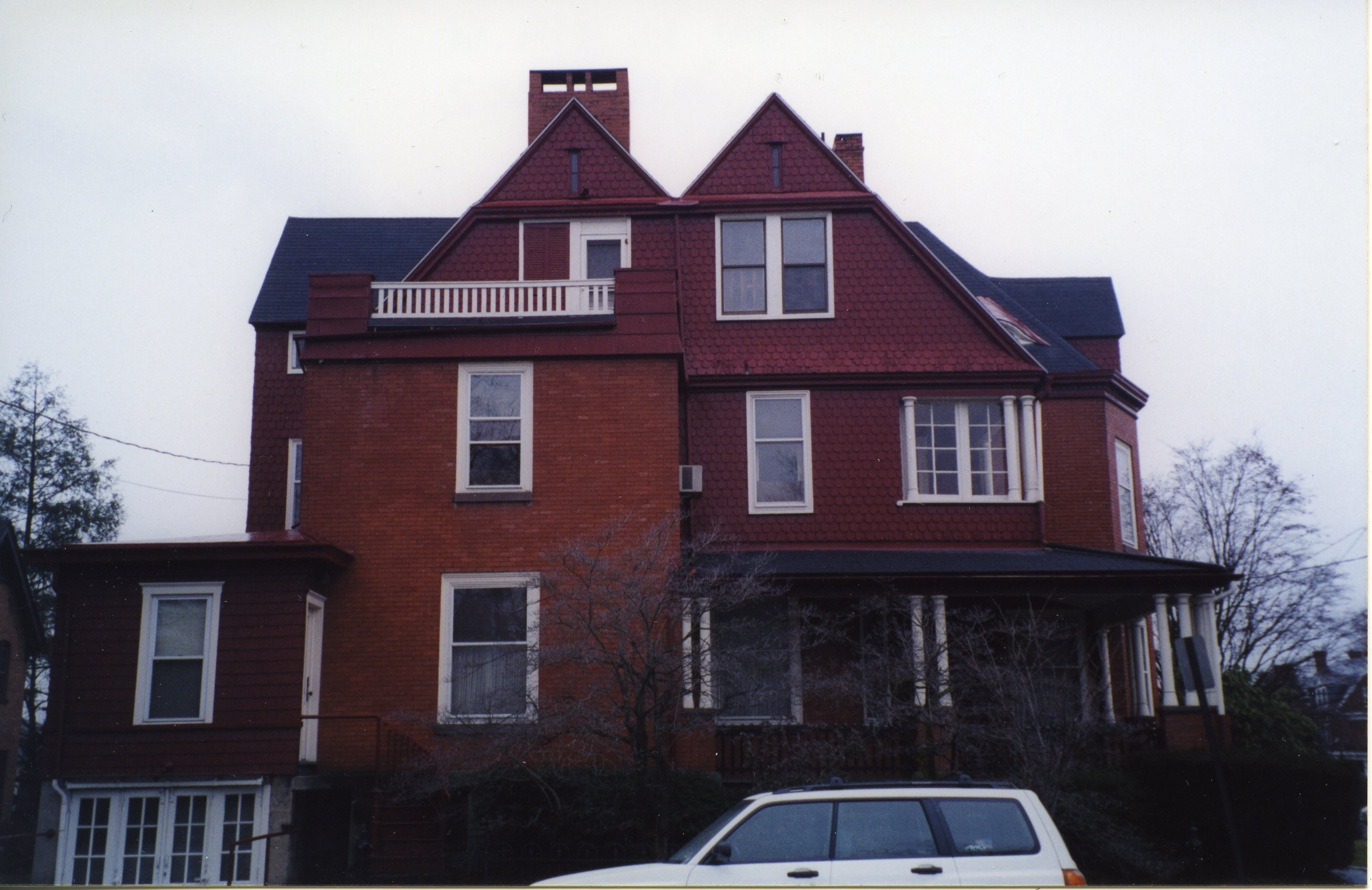 901 from Maynard Street, pre-restoration (2002)