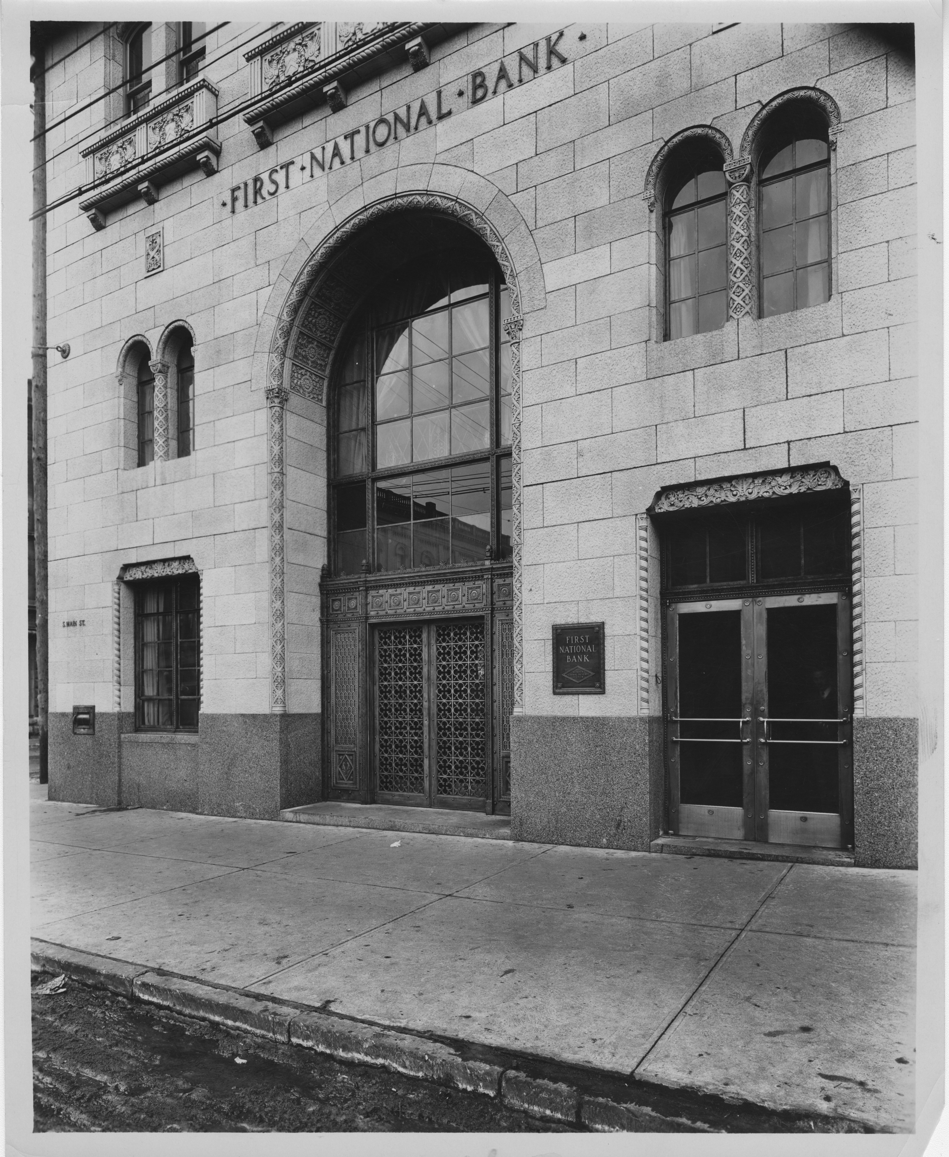 Entrance to the First National Bank Building in Ann Arbor, 1930.