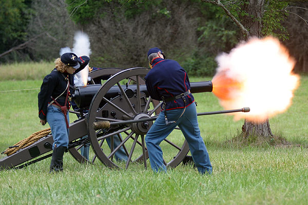 Re-en actors firing a 10 Pound Parrot Rifle such as the ones used by the  Pierpont Battery.
