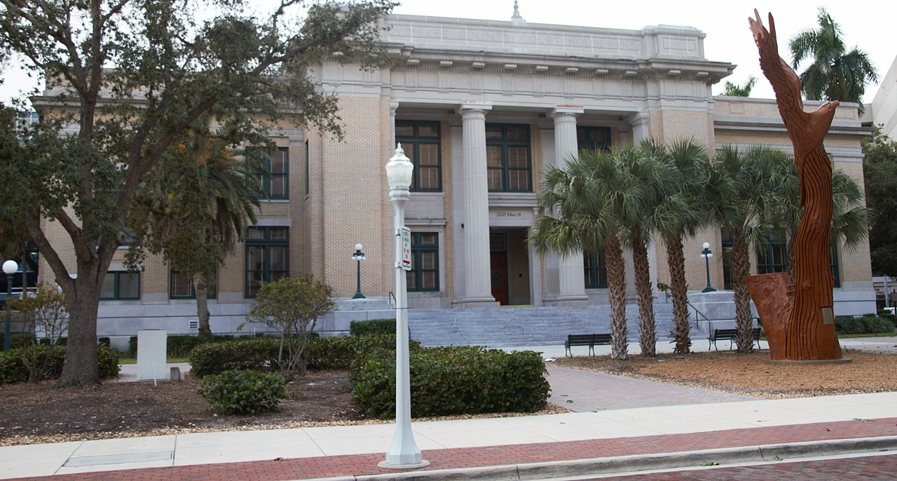 The Old Lee County Courthouse was built in 1915 and is a good example of Neoclassical Revival architecture.