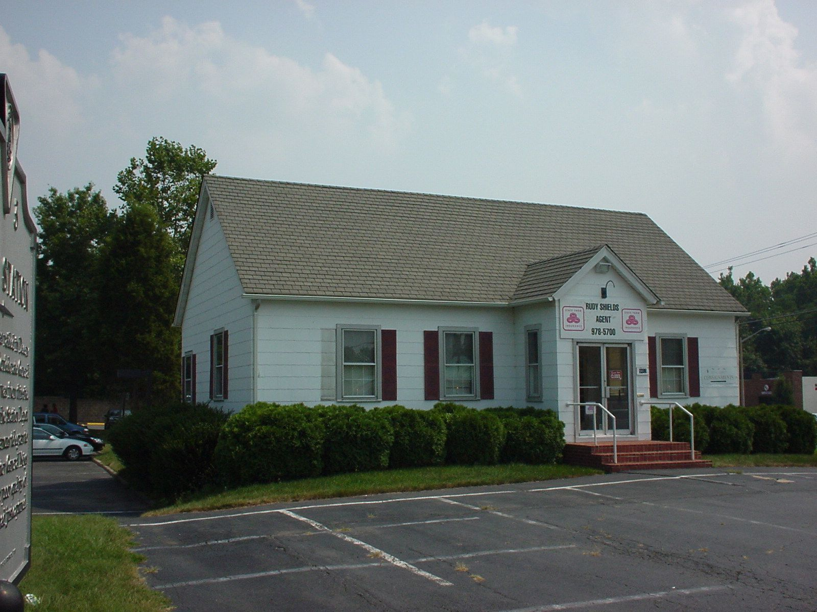 The Burke's Station building in 2005