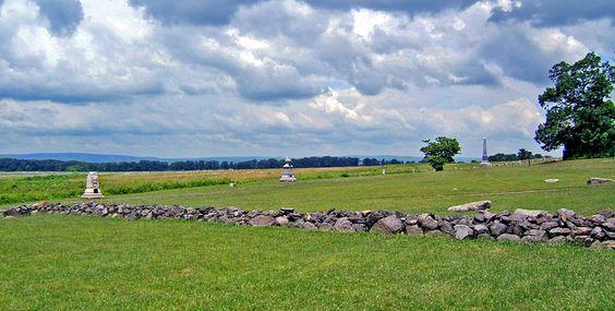 Gettysburg battlefield monuments.