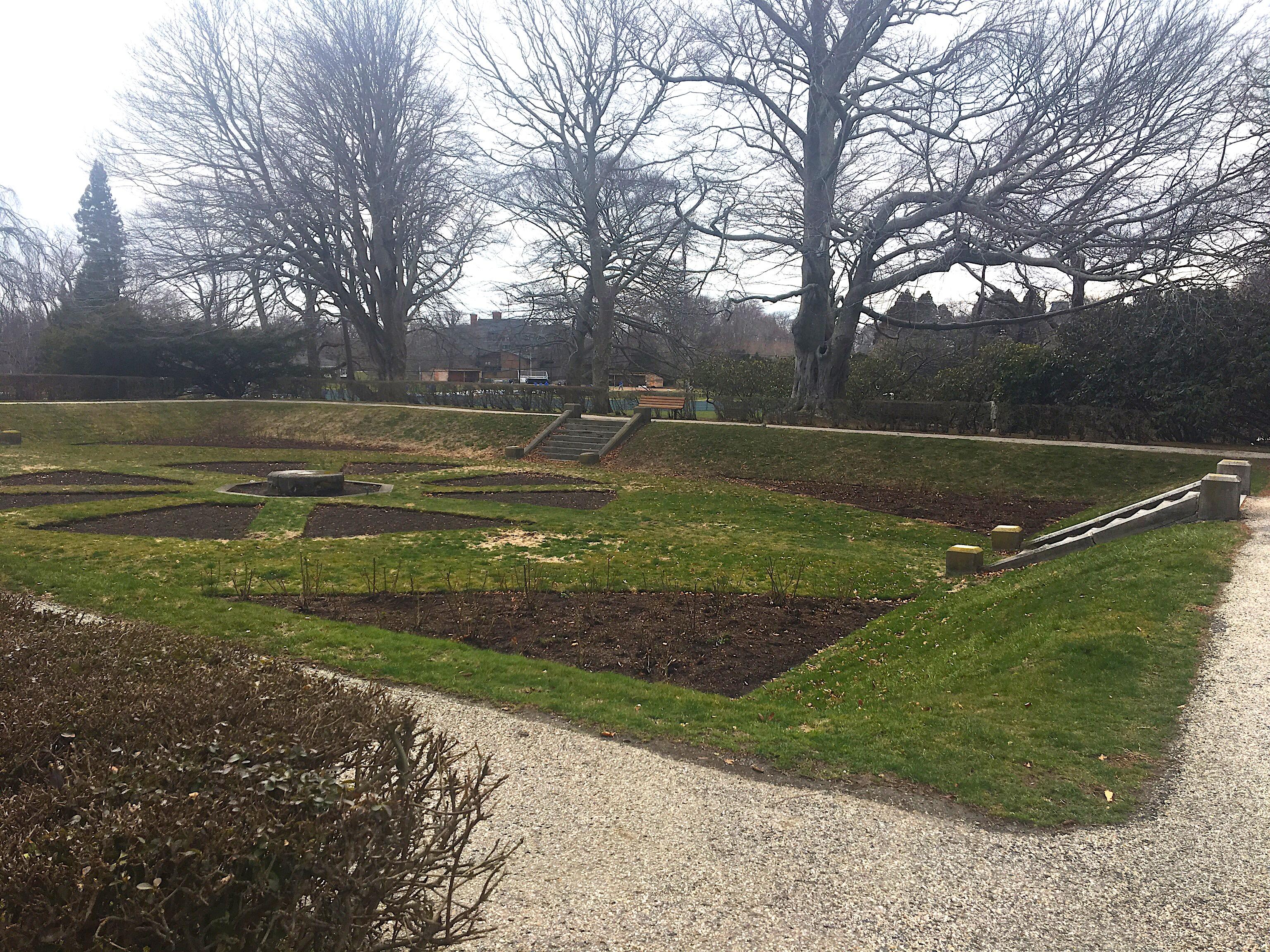 Sunken west wing garden