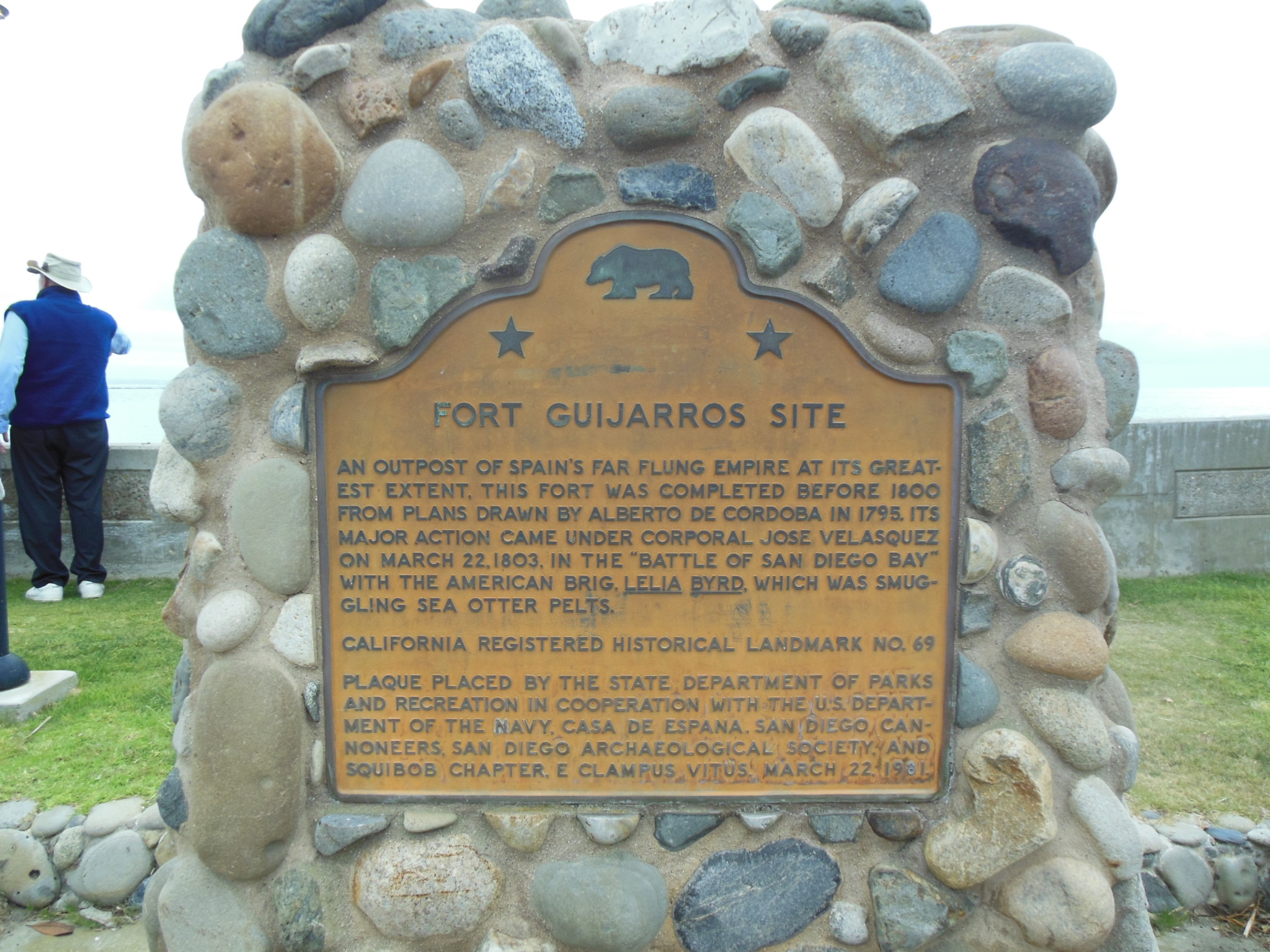 Historical marker for the fort on Ballast Point