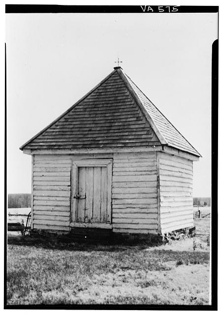 Photograph of Effingham Manor plantation's smokehouse (HABS 1959)