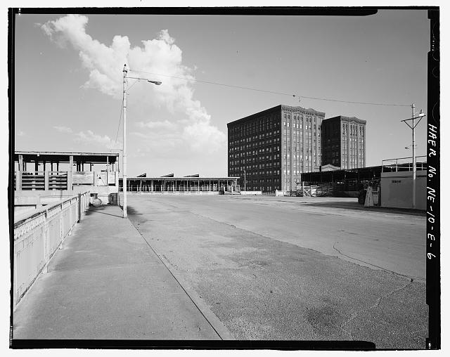 Street view of the South Omaha Livestock Exchange Building. Courtesy of the Library of Congress
