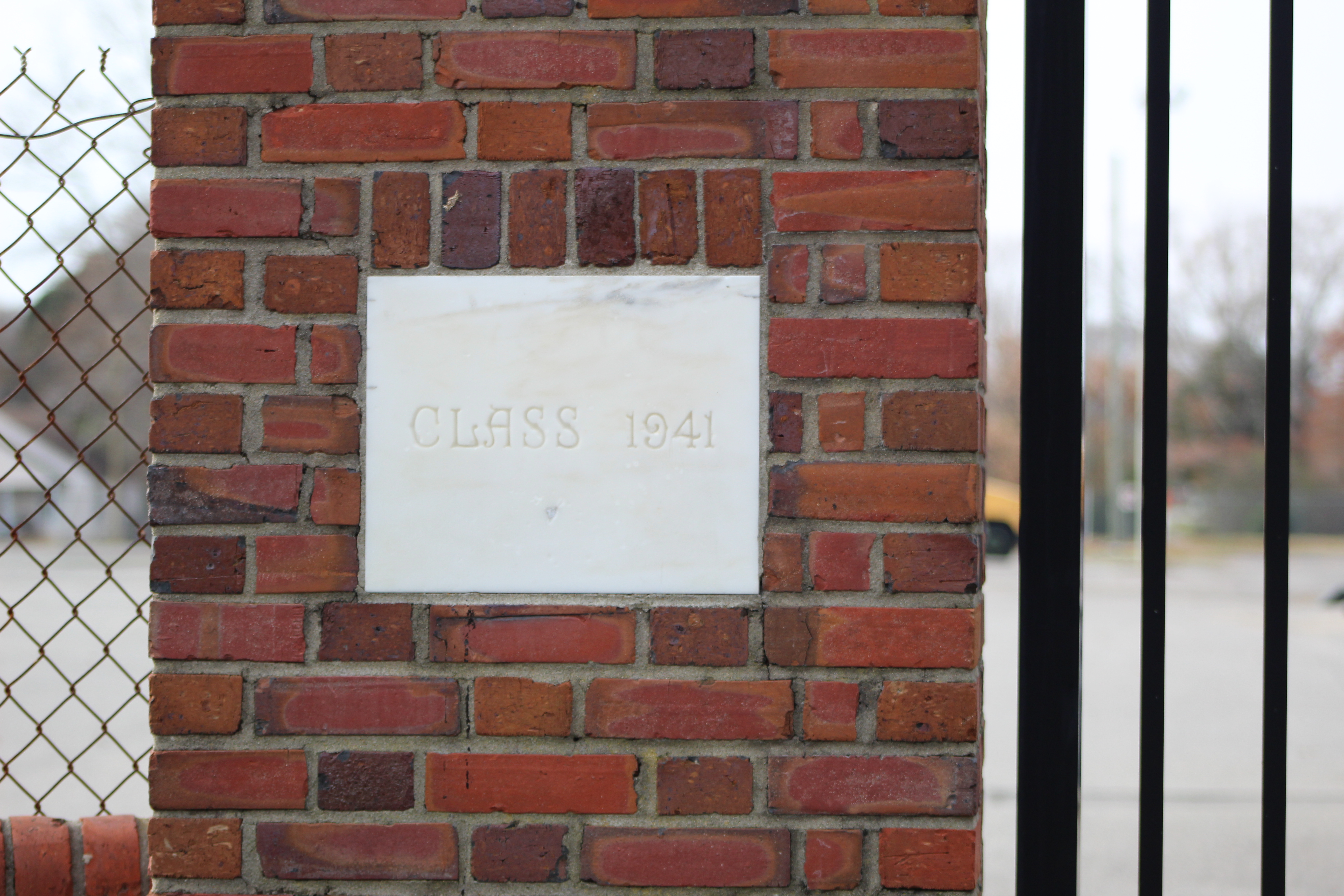 Class of 1941 plaque on the southern pillar