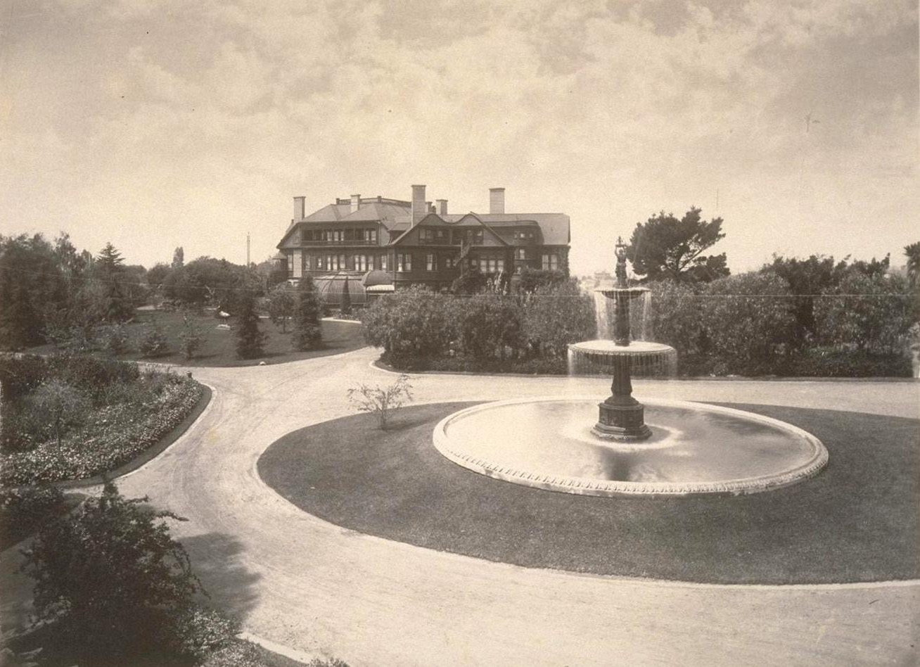 The Smith's estate, Arbor Villa, and their home, Oak Hall, which was demolished in 1932.
