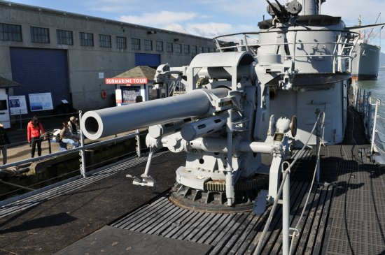 The large artillery gun atop of the USS Pampanito.