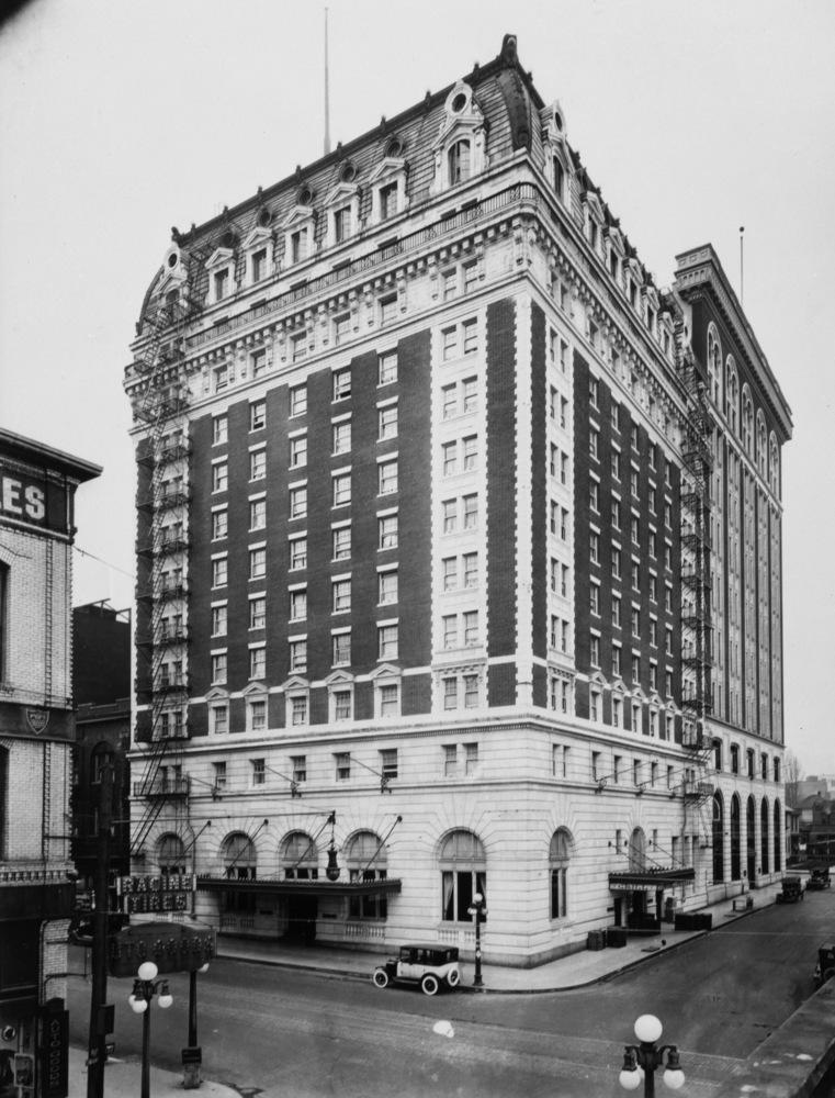 Hotel circa 1915 (Source: The Oregon Encyclopedia)