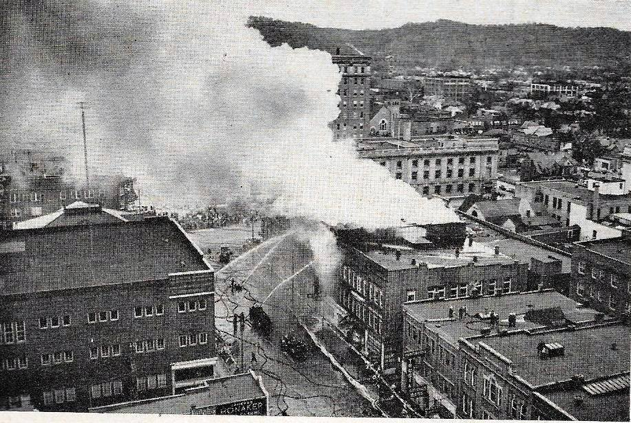 Aerial view of the fire on Christmas Day 1950