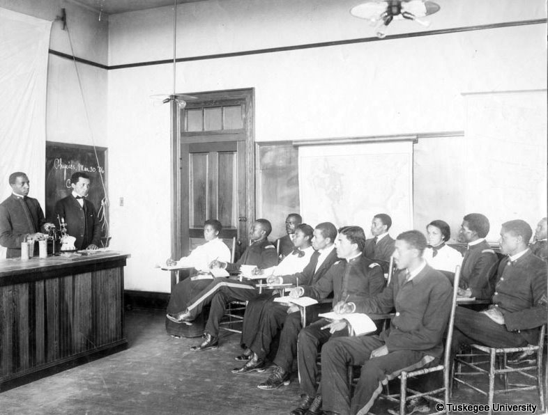 Tuskegee Institute physics class in 1889.