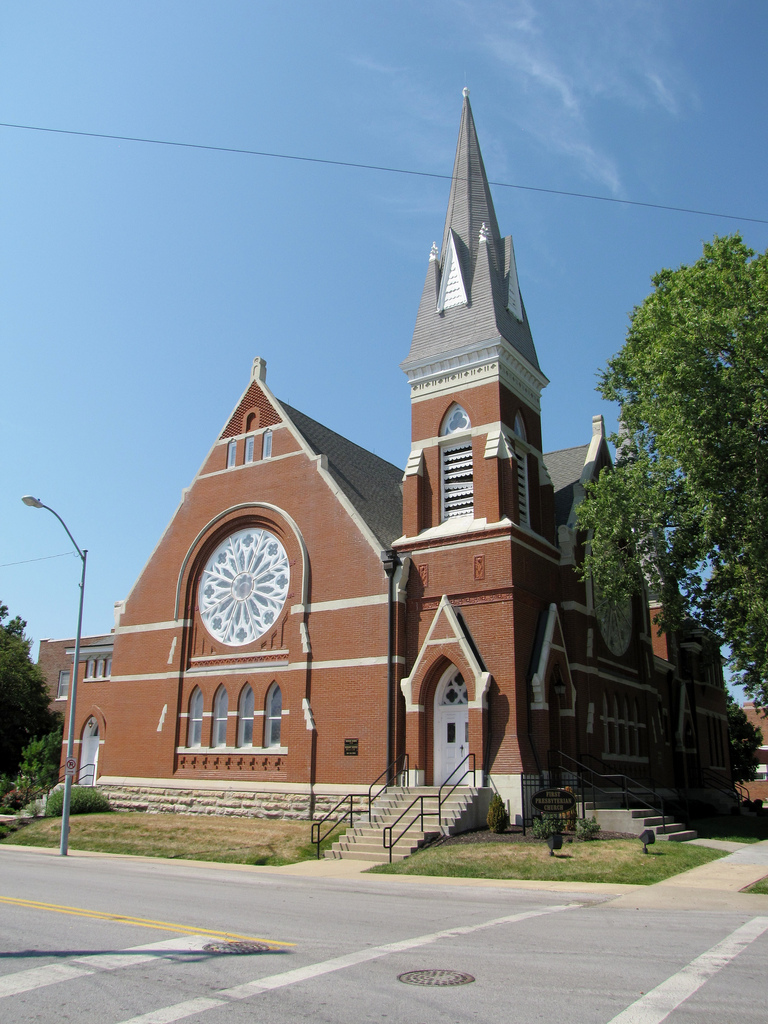 A street view of First Presbyterian Church in Independence, Missouri as it looks today.