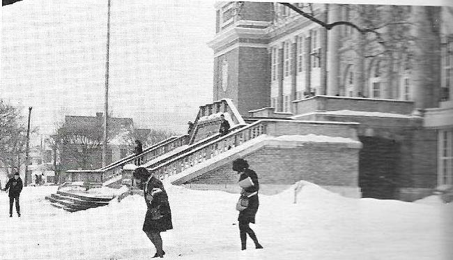 Students outside a snowy HHS in 1970