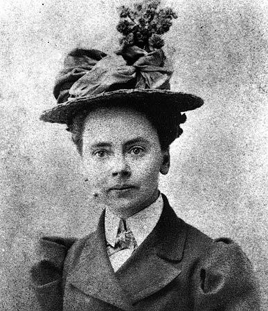 Julia Morgan passport photo (1899)